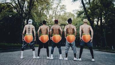 El último reto de las redes sociales que no quieres ver: Mau y Ricky le piden a los artistas que se bajen los pantalones
