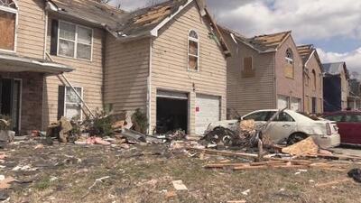Familias se quedan sin hogar tras el paso de tornados en Georgia
