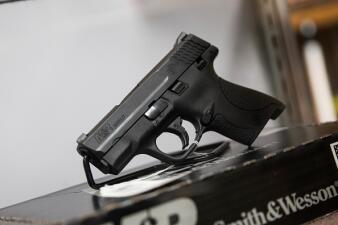 Estas son las tiendas que están solicitando a sus clientes no portar armas al entrar a sus establecimientos