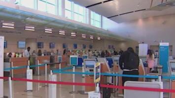 Los viajeros que quieran ingresar al país en avión deberán presentar una prueba negativa de coronavirus