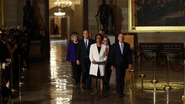 En un minuto: Arrancan los procedimientos en el Senado para el juicio político al presidente Trump
