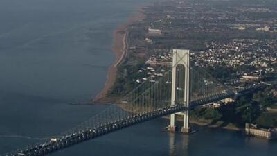 Lo que debes saber hoy, Abr 29: cambios a peajes en puente Verrazano, honran a obreros fallecidos y trabajos para jóvenes de NYCHA