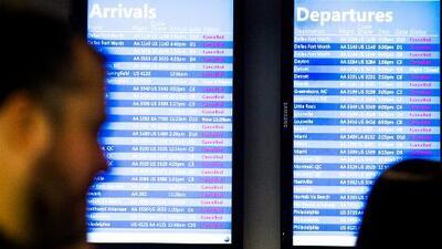 Cancelación masiva de vuelos en los aeropuertos de Nueva York por la tormenta invernal