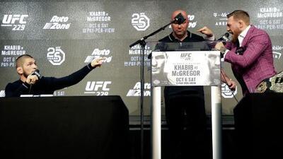 Ultraje, whiskey y promesas de una gran pelea: así fue la rueda de prensa entre McGregor y Nurmagomedov