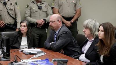 Los padres de la 'casa del horror' se declararon culpables de torturar a sus 13 hijos
