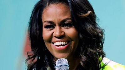 Michelle Obama causa polémica por la fuerte cantidad que cobra por verla en la gira de su libro