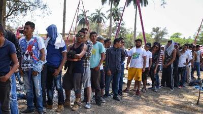 Caravana de migrantes centroamericanos intenta avanzar por México para llegar a la frontera con EEUU