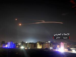 En fotos: El bombardeo masivo de Israel a objetivos iraníes en Siria