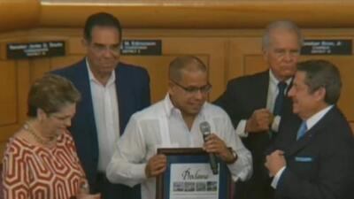 Entregan reconocimiento al periodista José Alfonso Almora por su servicio a la comunidad