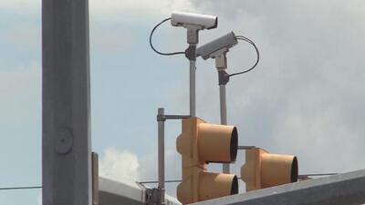La ciudad de Leon Valley rechaza la ley que prohíbe las cámaras en los semáforos en Texas
