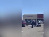 Suspenden a otro policía involucrado en un violento arresto de dos mujeres en el Brickyard Mall