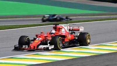 Vettel arrasó en el GP de Brasil; 'Checo' Pérez logró meterse en los puntos