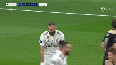 Tiro desviado de Karim Benzema