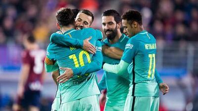 Barcelona golea 4-0 al Eibar y sigue al acecho del Real Madrid