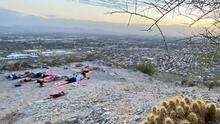Yoga a otro nivel: arizonenses practican esta actividad en la montaña Piestewa