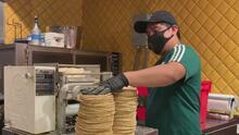 Con esta iniciativa están apoyando a restaurantes y familias en Queens afectados por la pandemia