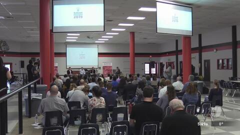 Piden a los padres hispanos que se involucren en las reuniones de la comunidad ante los cambios en las escuelas públicas de Austin