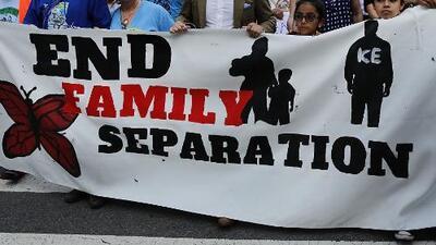 En un minuto: Los indocumentados que fueron separados de sus hijos en la frontera podrán demandar al gobierno de Trump