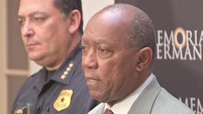 Alcalde de Houston entregará detalles del operativo que dejó cuatro policías heridos y dos sospechosos muertos