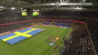 ¡Espectacular! Mosaico, banderas, himnos y emotividad en el Suecia vs España
