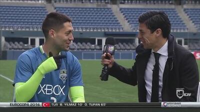 Clint Dempsey hace barra a Pumas con Gonzalo Pineda
