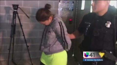 Arrestan a mujer que mantenía relaciones sexuales con un menor de 13 años