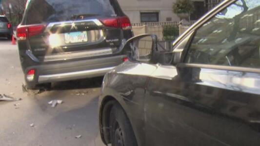 Conductor choca varios vehículos que estaban estacionados en Gold Coast: autoridades investigan