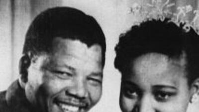 """Exmujer de Mandela dice que ha mejorado mucho pero que sigue """"clínicamente mal"""""""