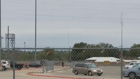 Buscan a hombre armado en los alrededores de una escuela de Floresville