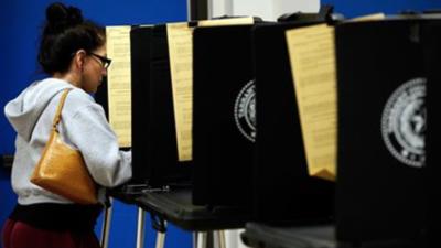 Alcaldes, concejales y paquetes de bonos: lo que necesitas saber sobre las elecciones locales del 5 de mayo