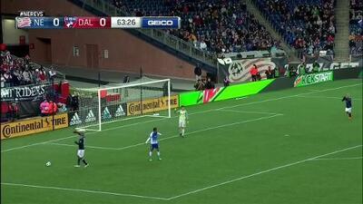 Diego Fagundez toca la puerta de Dallas, pero se le niega el gol