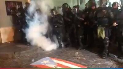 (Video) Encontronazos violentos en protestas que exigen la renuncia del Gobernador de Puerto Rico