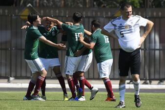 Alegría de México contra Alemania en el Mundial...en encuentro de aficionados en Rusia