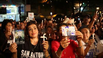 Al sonido de su música, miles celebran a Emilio Navaira durante vigilia