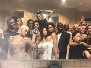 Lo más divertido del Met Gala 2017 fue en el baño y estas fotos lo prueban