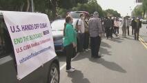Manifestantes piden que médicos cubanos lleguen a Los Ángeles para reforzar la lucha contra el coronavirus
