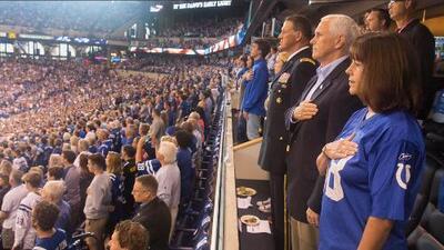 Sigue la 'guerra' entre la Casa Blanca y la NFL: El Vicepresidente se fue del choque de los Colts por 'irrespeto al himno'