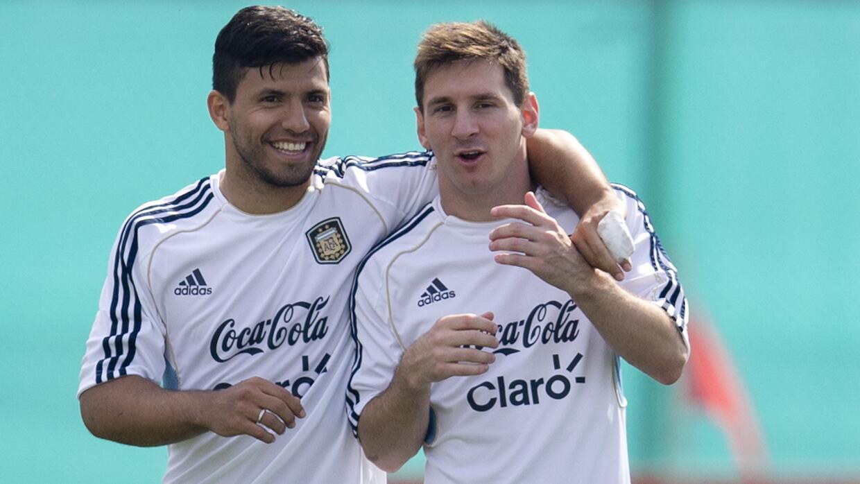Por qué son inseparables Messi y Agüero? Ahora entendemos todo   Deportes  Fútbol   TUDN Univision
