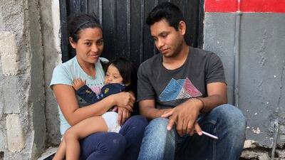 Tras sobrevivir a un balazo en la garganta, este niño de 2 años espera a la puerta de EEUU para pedir asilo