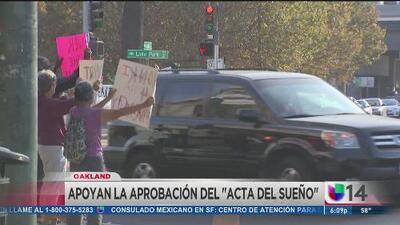 """Manifestantes en Oakland piden se apruebe el """"Dream Act"""""""
