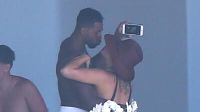 Khloé Kardashian y Tristan Thompson confirman con estos besos que siguen enamorados (a pesar de la infidelidad)