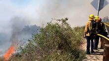 Ordenan evacuaciones por incendio de rápida propagación en Thousand Oaks