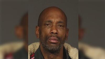 Arrestan a un hombre acusado de romperle la pierna a un policía en Manhattan