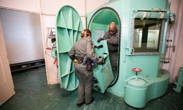 En fotos: así desmantelaron la cámara de gases y la sala de inyecciones letales en California