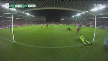 Las primeras llegadas hacen vibrar el Estadio Victoria