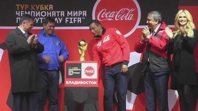 El trofeo de la Copa del Mundo regresó a Rusia después de la gira más larga de la historia