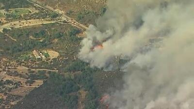 Incendio en California avanza con rapidez devorando todo a su paso