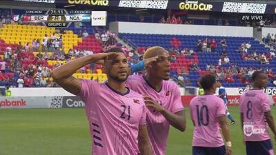 Nahki Wells la pica de cabeza y anota el 2-0 de Bermudas
