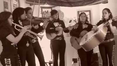 Flor de Toloache: una banda de mujeres mariachi que te enamorarán