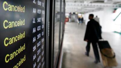 Más de 600 vuelos cancelados tras inusual nevada en Chicago